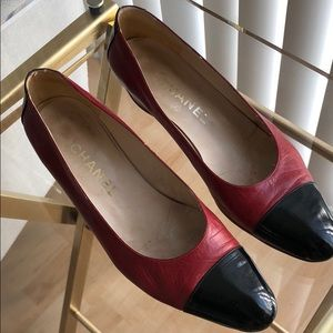 Vintage Chanel ballerina toe black & red low heel